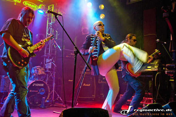 beim emergenza im knust - Fotos von Drag Strip, Get The Last Clap und Paint Me Picasso live in Hamburg
